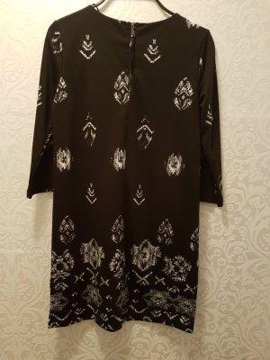 schwarz weißes Kleid