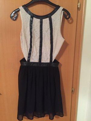 Cut out jurk zwart-wit