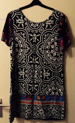 Schwarz-weißes Kleid von Desigual