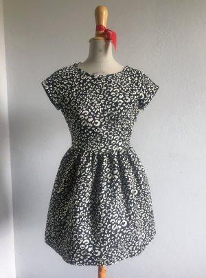 schwarz-weißes Kleid von Zara aus strukturiertem Stoff