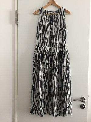 Schwarz-weißes Midi-Kleid