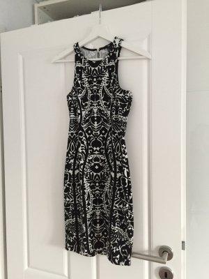 Schwarz weißes Muster Kleid