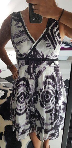 schwarz-weißes Sommerkleid