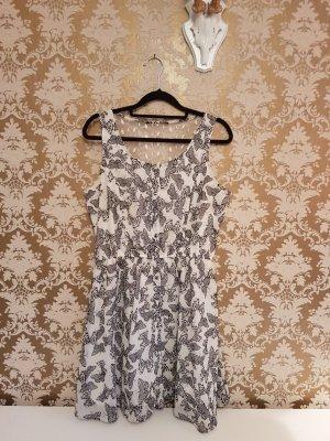Schwarz-weißes Sommerkleid mit Schmetterling-Print