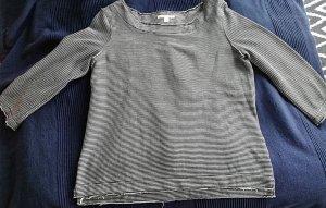 schwarz-weißes Sweatshirt mit dünnen Streifen