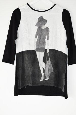 schwarz-weißes Tshirt mit Aufdruck