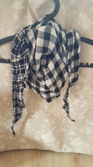 Schwarz-weißes Tuch groß- und kleinkariert