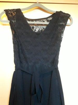 schwarzblaues Kleid mit Spitze