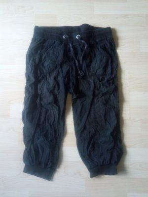 schwarze 3/4-Sommerhose