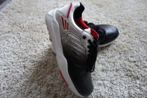 Schwarze Adidas Tech Super Rita Sneaker