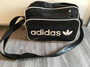 Schwarze Adidastasche