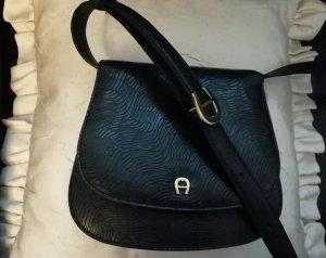 Schwarze Aigner Tasche mit Monogramm
