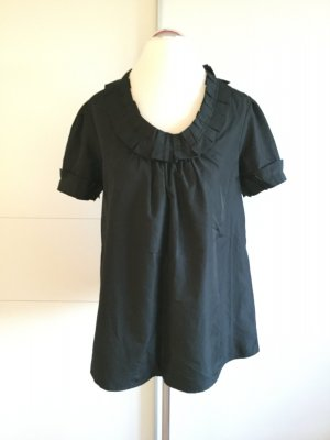 Schwarze, ausgestellte Bluse mit schönen Rüschen an Ärmeln und Kragen