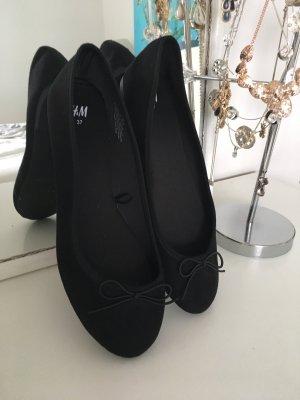 Schwarze Ballerina mit Schleifchen