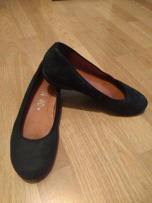 Schwarze Ballerinas aus Nubukleder von Ara