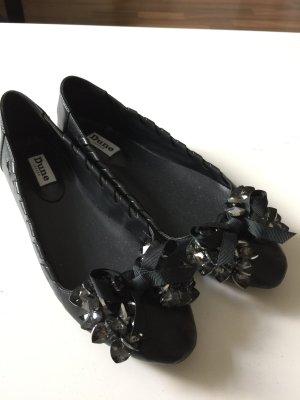 Schwarze Ballerinas mit Details vorne