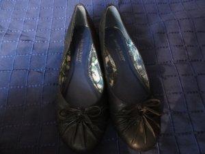 Schwarze Ballerinas mit Schleife