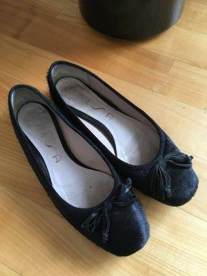 Schwarze Ballerinas mit Schleife und Kuhfell von Unisa