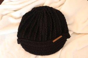 Schwarze Barts-Mütze mit Schirm