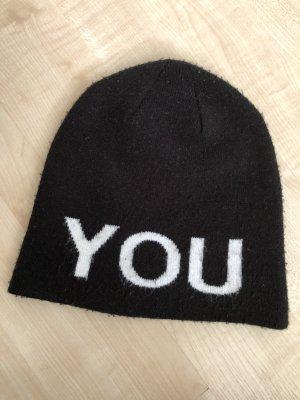 Schwarze Beanie Mütze YOU Aufschrift