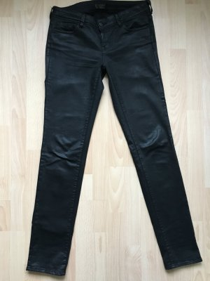 schwarze beschichtete Jeans