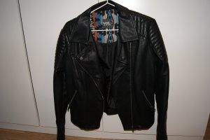 schwarze Biker-Lederjacke