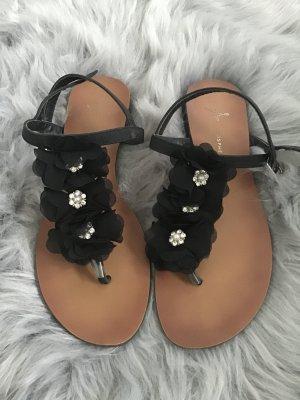 Schwarze Blümchen Sandalen