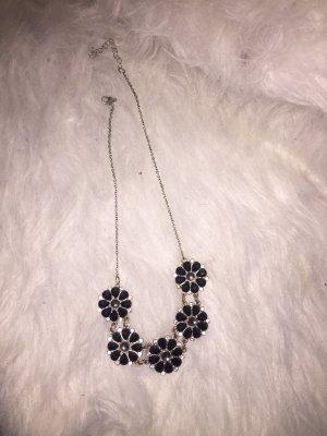 Schwarze Blumen Kette