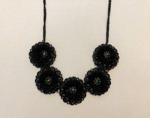 Schwarze Blumenstatementkette