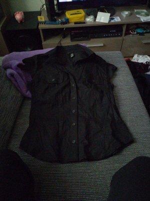 Schwarze Bluse mit angedeuteten Brust Taschen