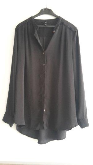 schwarze Bluse mit Band in Flechtoptik auf den Schultern