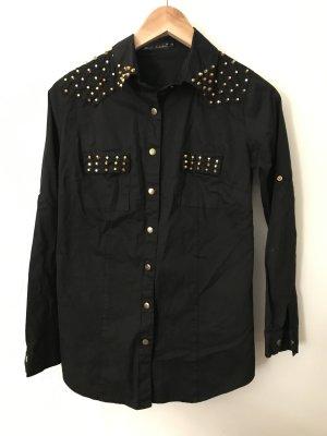 schwarze Bluse mit goldenen Details
