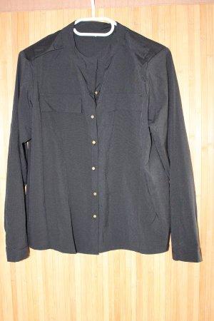 Schwarze Bluse mit goldenen Knöpfen