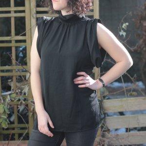 Schwarze Bluse mit Kragen
