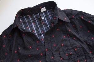 Schwarze Bluse mit roten Sternen