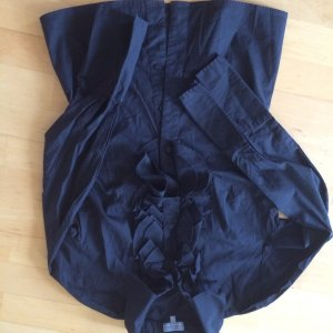 Schwarze Bluse mit Rüschen - Naf Naf Paris - Gr. 34 36