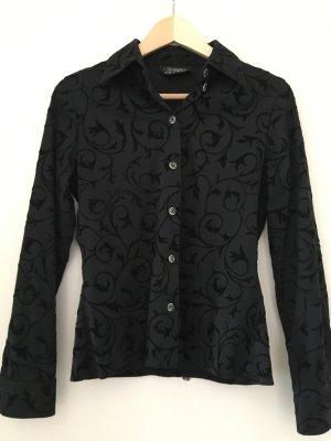 Schwarze Bluse mit schwarzen Ornamenten