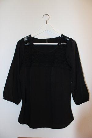 Schwarze Bluse mit Spitzeneinsatz