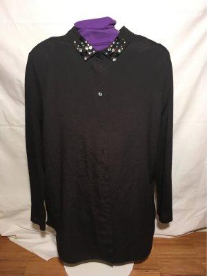 Schwarze Bluse mit Steinchen am Kragen