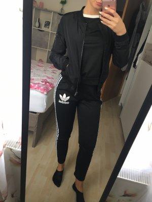 Schwarze Bomberjacke