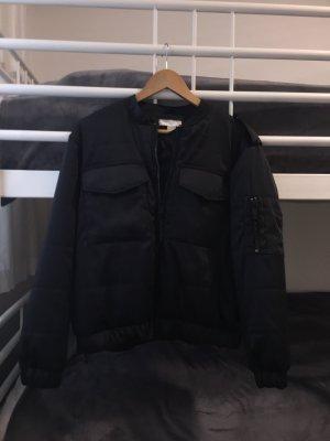 Schwarze Bomberjacke von H&M
