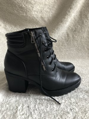 Primark Bottines à lacets noir