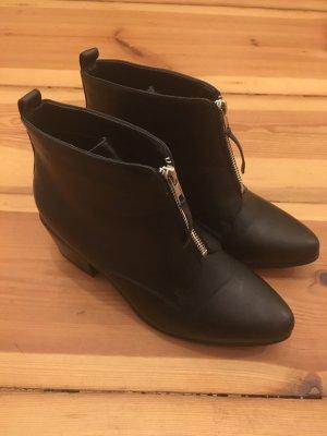 Schwarze Booties /// Ankle Boots // New Look