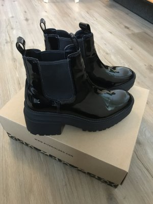 Schwarze Boots Lackoptik