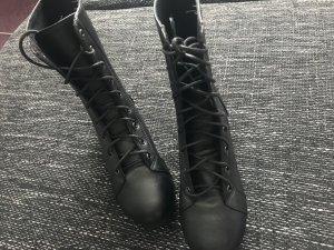 Schwarze Boots NEU 36