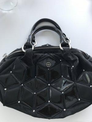 Schwarze Boss Tasche, mit Lack- Aufsätzen, Wildleder, in Beutelform, Schließe mit Reißverschluss