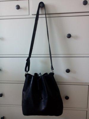 Schwarze Bucket Bag - Fair trade - aus Leder