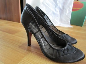 schwarze Buffalo Pumps mit roter Sohle