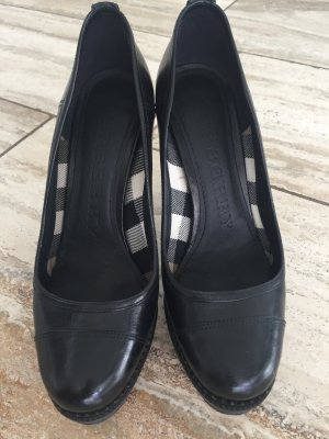 Schwarze Burberry Pumps