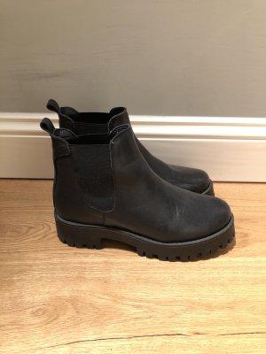 Schwarze Chelsea- Boots